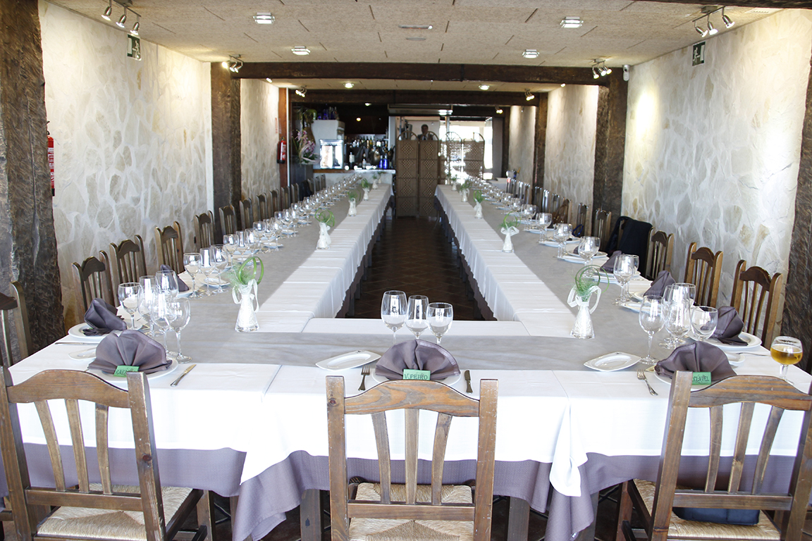 Mesa montada para una comunión en Restaurante Galli