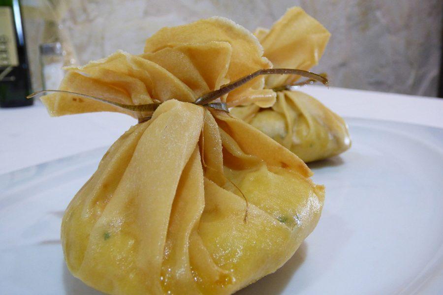 Saquitos de bacalao con cola de langostino del Resturante Galli
